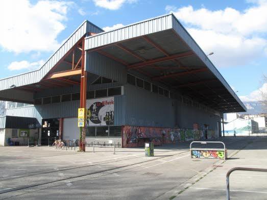 Vue exterieur hangar Skatepark de Grenoble La Bifurk